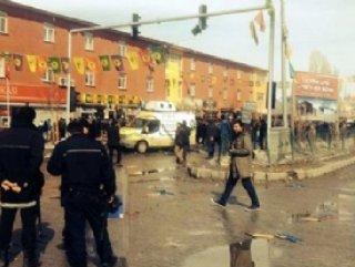 Çaldıran mitinginde Ak Partililere taşlı sopalı saldırı
