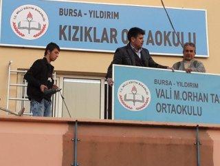28 Şubat'ta görev yapan valinin ismi okuldan kaldırıldı