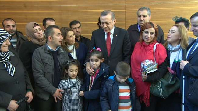 Başbakan engelli çocukları ziyaret etti