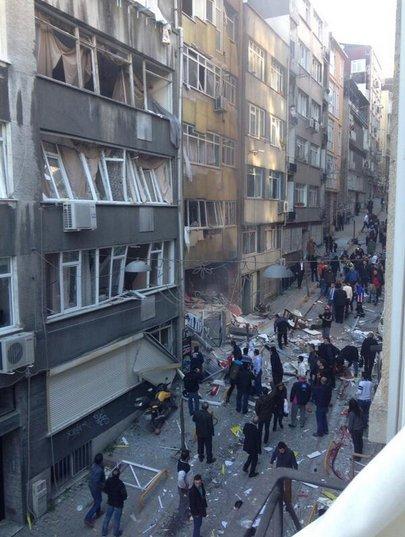 Taksim'de patlama meydana geldi - izle