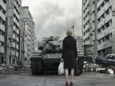 Axe firmasının 'Savaşmayın sevişin' reklamı -izle