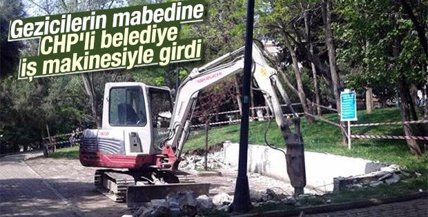 CHP'li belediye Abbasağa'ya iş makinesiyle girdi