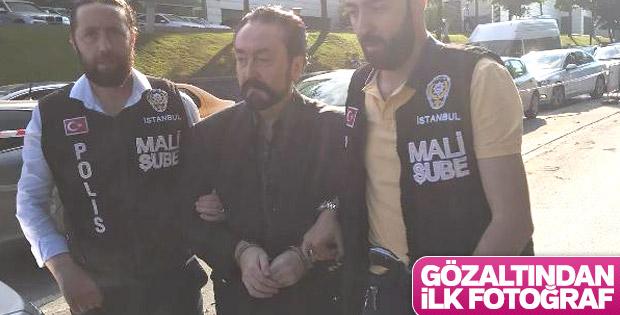 Adnan Oktar'ın gözaltı fotoğrafı