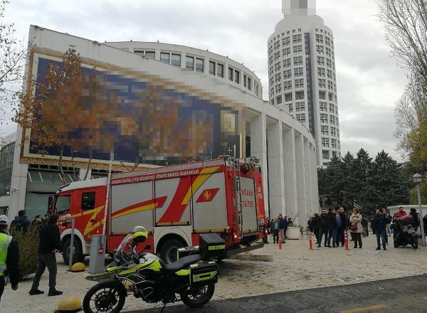 Ankara'da AVM'de yangın