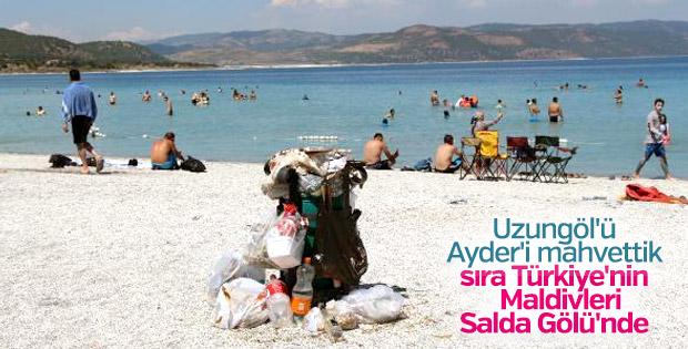 Salda Gölü çevresinde çöp kirliliği