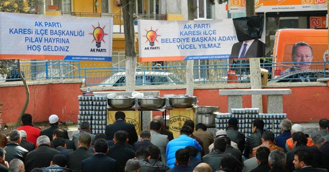 Balıkesir'de cami avlusunda afişli siyasete tepki