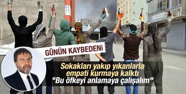 Ahmet Hakan'a göre yakıp yıkanları anlamaya çalışmalıyız