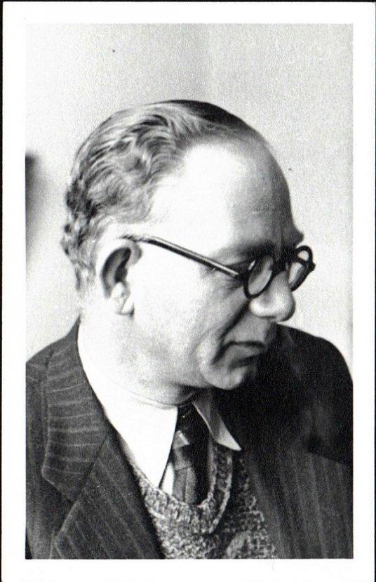 Ahmet Kutsi Tecer'i şiirleriyle anıyoruz