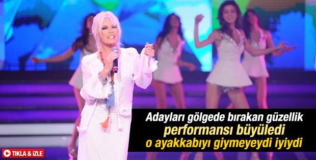 Ajda Pekkan'ın Miss Turkey'i sallayan ayakkabısı