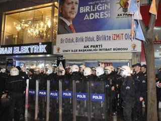 AK Parti binası önünde yumurtalı protesto
