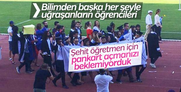 Akdeniz Üniversitesi mezuniyetinde açılan pankartlar