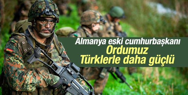 Almanya eski Cumhurbaşkanı Türk kökenli askerleri övdü