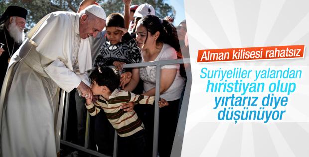 Almanya'da sığınmacılar kabul için din değiştiriyor