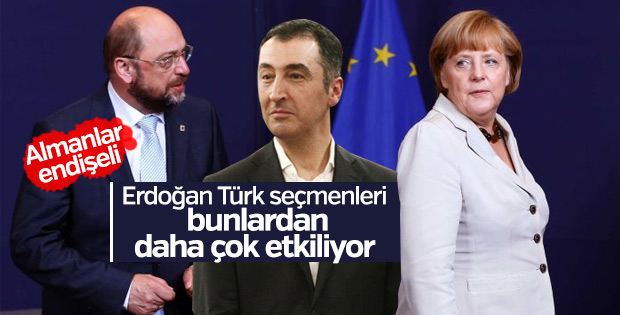 Almanya'da kartları Türkler dağıtıyor
