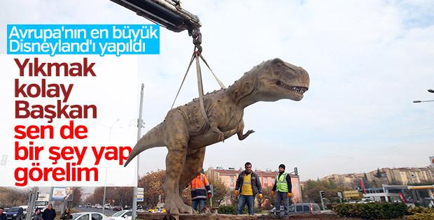 Ankara'da dinozor heykeli kaldırıldı