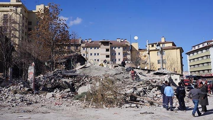 Ankara'da bina yıkımı sırasında göçük