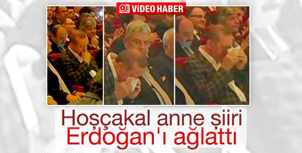 Erdoğan 'Hoşçakal Anne' şiirinde gözyaşlarını tutamadı