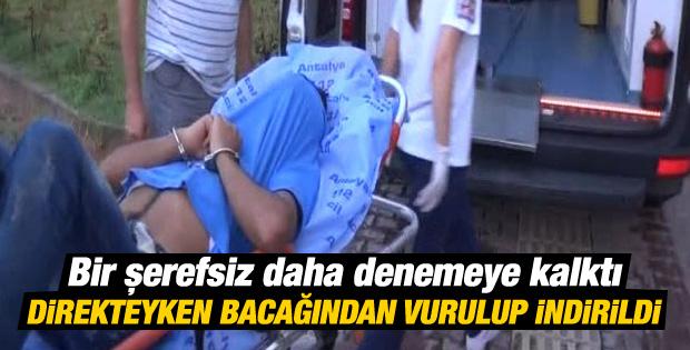 Antalya'da bayrak indirmeye çalışan kişiyi polis vurdu