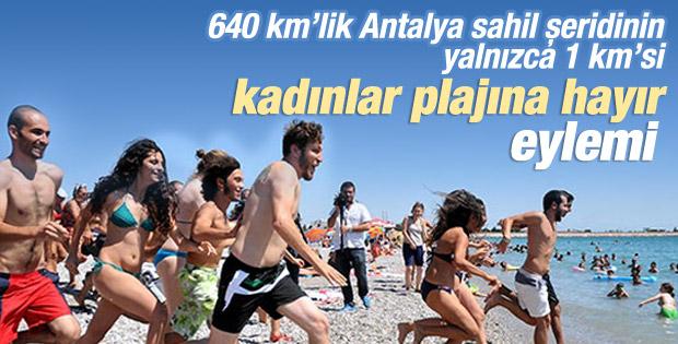 Antalya'daki Kadınlar plajında kadınlı-erkekli protesto İZLE