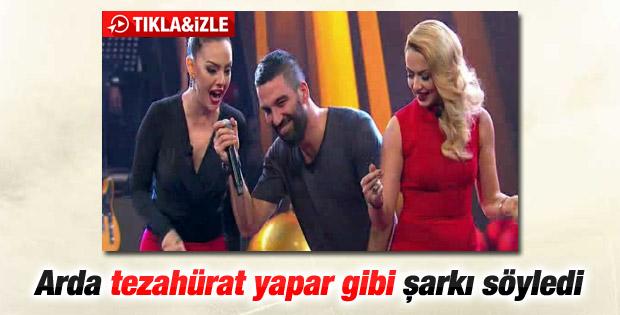 Arda Turan'dan O Ses Türkiye'de yeni yıl şarkısı - İzle
