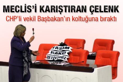 Arıtman'dan Başbakan'ın koltuğuna siyah çelenk
