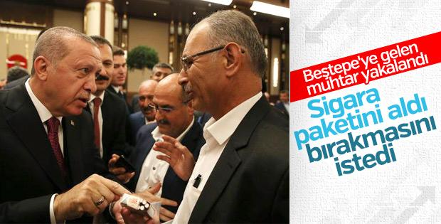 Erdoğan, sigara içen muhtarın paketini aldı