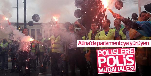 Yunanistan'da gösteri yapan polislere müdahale
