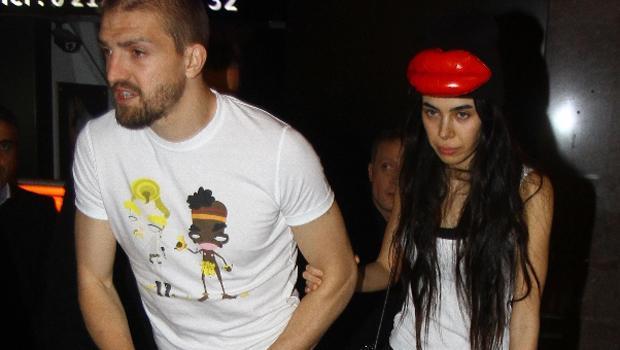 Asena Erkin yine çok ilginç giyindi