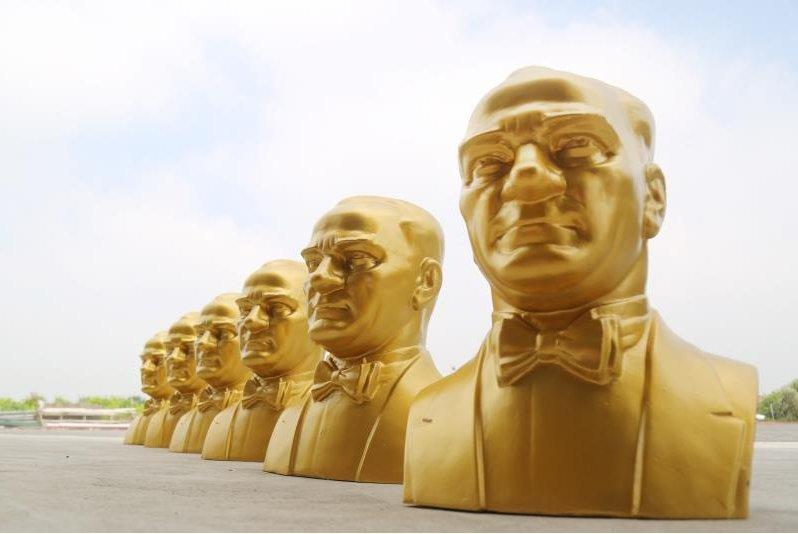 CHP li Mezitli Belediyesi nden heykel açılışı #4