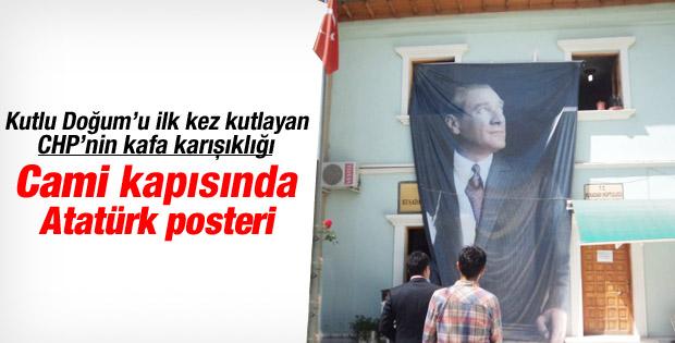 Kutlu Doğum etkinliği  için camiye  Atatürk posteri astılar