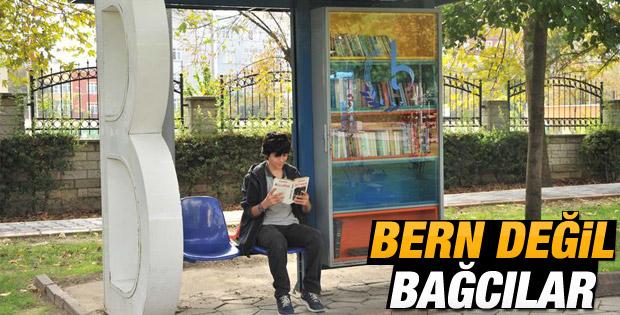Bağcılar'da otobüs durağında kütüphane uygulaması
