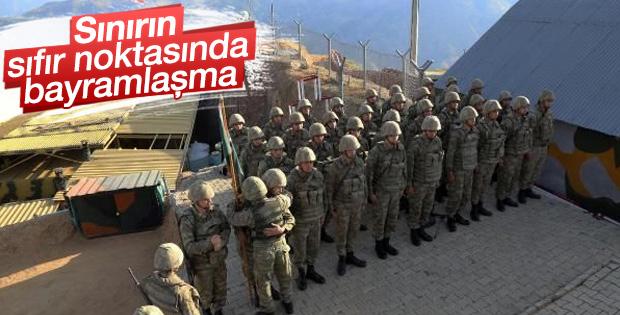 Mehmetçiğin Gomane Tepe Kışlası'nda bayram sevinci