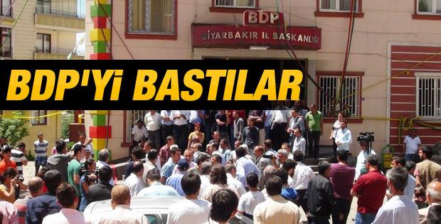 Aileler BDP Diyarbakır İl Başkanlığı'nı bastı