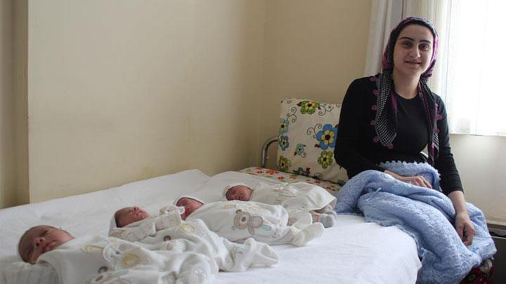 İzmir'de bir yıllık evli çiftin dördüz bebek müjdesi