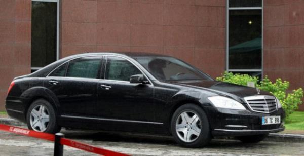 Adalet Bakanı Bozdağ'ın makam aracı kaza yaptı