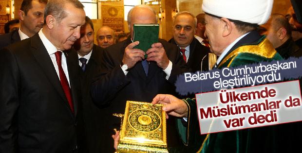 Kuran'ı öptü diye eleştirilen Belarus liderinden açıklama