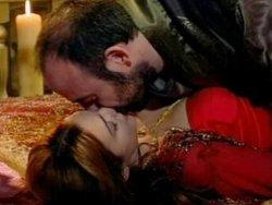 Bergüzar Korel: Halit'i öpüşürken görmek beni irite ediyor