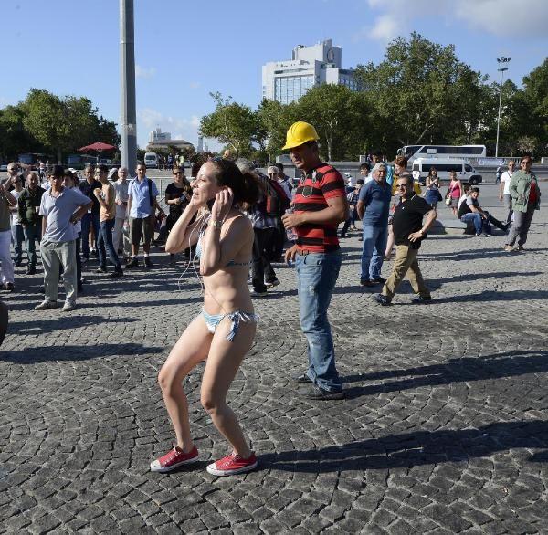 Taksim'de bikinili eylem