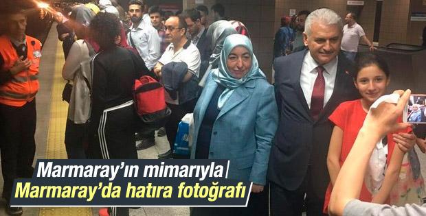Binali Yıldırım'dan vatandaşlarla Marmaray hatırası