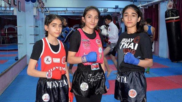 Bitlisli kız kardeşler kick boks ve muay thaide şampiyon