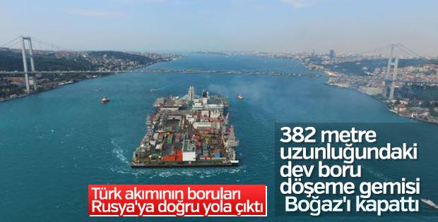 İstanbul Boğazı'ndan geçen dev boru döşeme gemisi