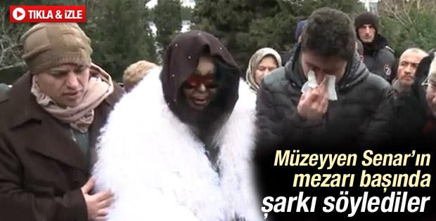 Bülent Ersoy Müzeyyen Senar'ın mezarında şarkı söyledi