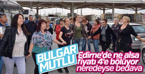 Bulgar turistler sınırda halay çekti