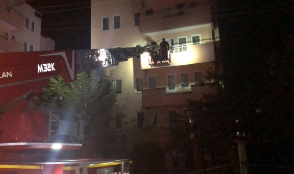 Bursa'da 6 katlı bina, çatlaklar nedeniyle boşaltıldı