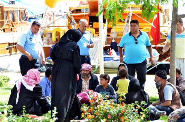 Suriyeliler turistler gelecek diye Bodrum'dan gönderildi
