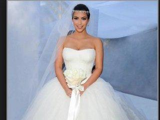 Çakma kraliçe Kim Kardashian
