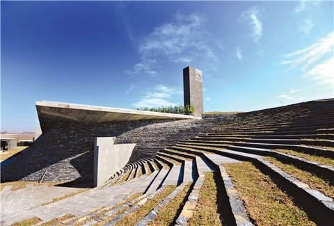 Dünyanın ilk yer altı camisi ibadete açıldı