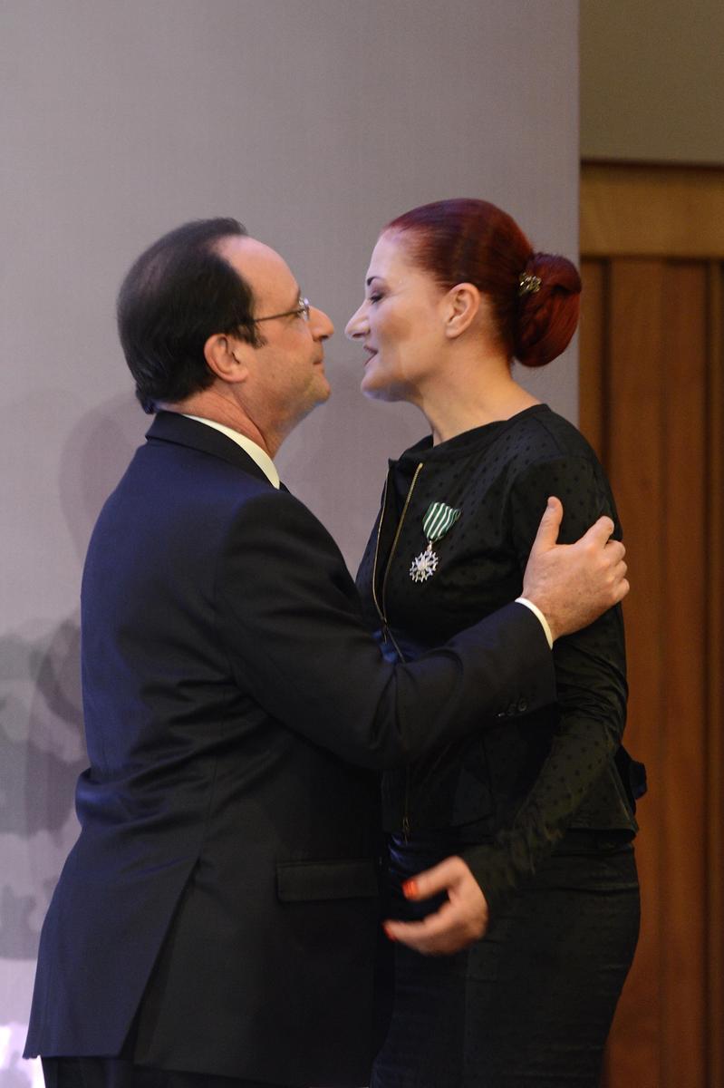 Hollande kendini Candan Erçetin'den alamadı - izle