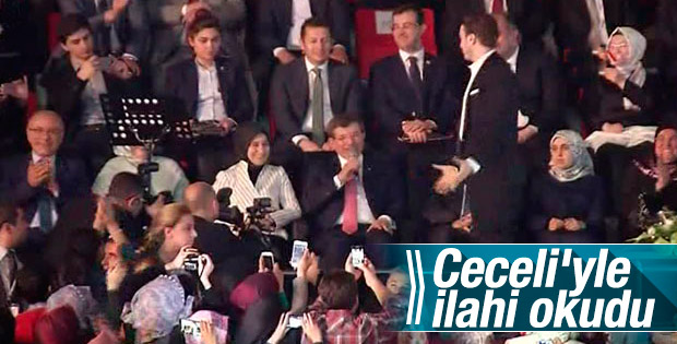 Ahmet Davutoğlu ilahi okudu