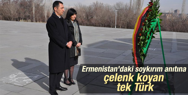 Cem Özdemir Ermenistan'da soykırım anıtına çelenk koydu
